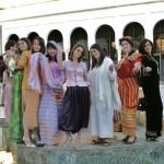 Algerians_in_traditional_costumes